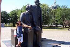 Monumento a Marx Engels ed Eleonora figlia di Paola