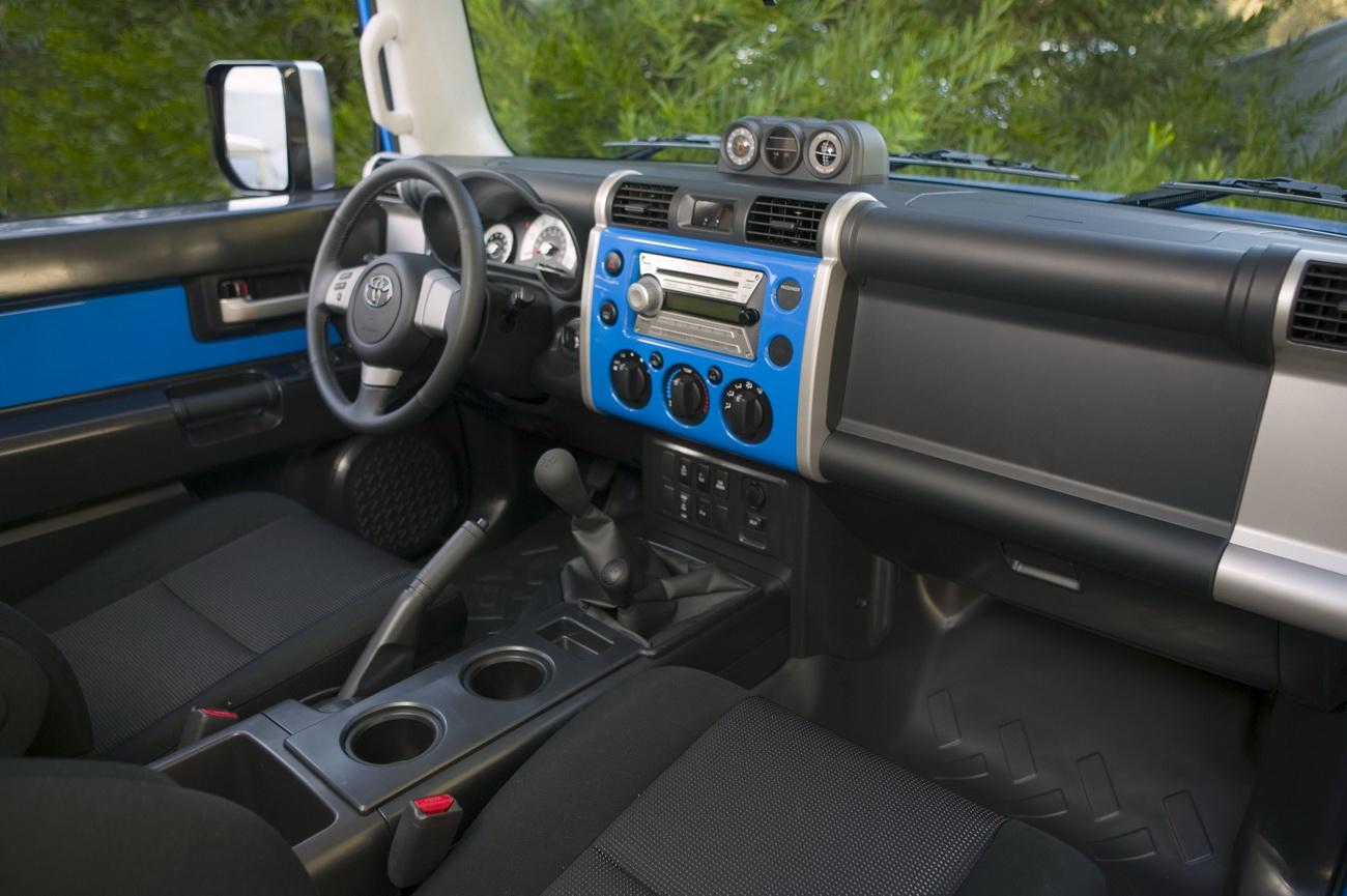 http://1.bp.blogspot.com/_GxdvsI4P_Tg/TEOYMj6FMNI/AAAAAAAACNQ/NigA2-DDfks/s1600/2010+Toyota+FJ+Cruiser+4.0-liter+V6+with+258HP+interior.jpg