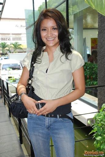 http://1.bp.blogspot.com/_GxuemnBfQlA/TEFsL60-IfI/AAAAAAAABZc/yXRDXSEPrCQ/Sarah+Idol.jpg