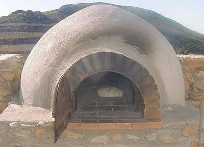 despus de terminar la construccin del horno de barro de lea y de hacer varias pruebas exitosas con asados de carnes el siguiente reto era hacer pan