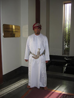 external image male_oman_traditional_dress.jpg