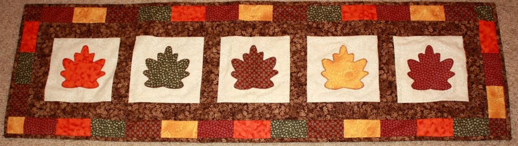 Falling autumn runner patterns Poplun: Leaves  Table Introducing table Runner