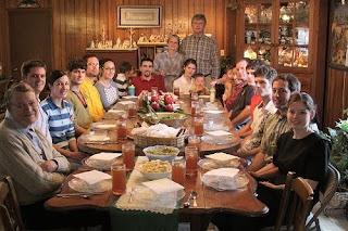 Πώς να περάσετε ανώδυνα στις οικογενειακές συνεστιάσεις των γιορτών