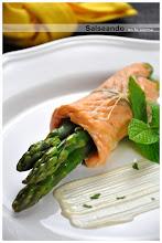 supremas de salmón y espárragos con mahonesa de menta