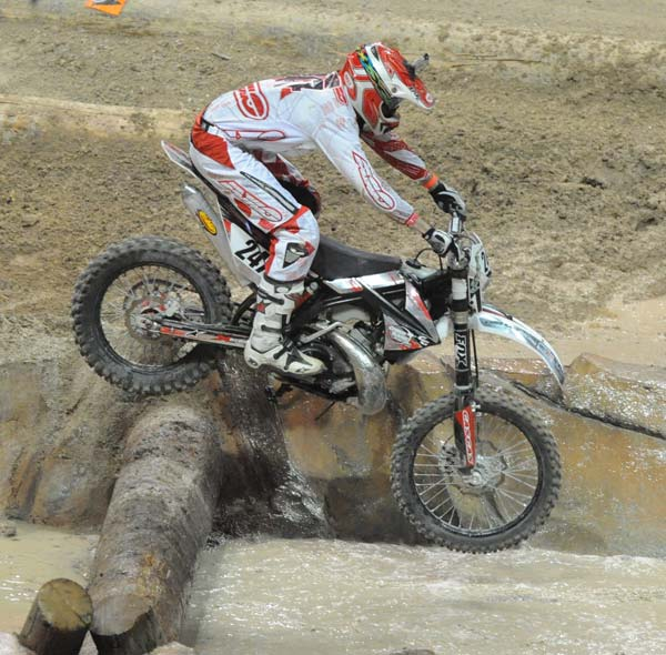 dirt bike race solo rider