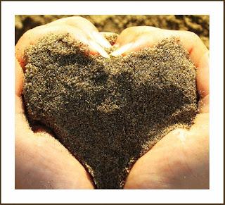 Nắm cát, giữ tình yêu