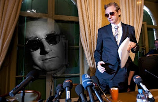 julian assange as dr. strangelove