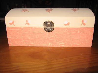 caixa de madeira pintada á mão
