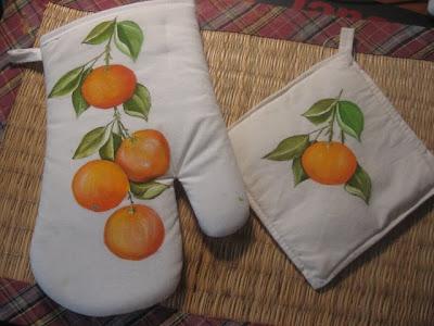 pegas de cozinha com laranjas