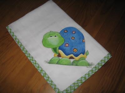fralda com tartaruga pintada á mão