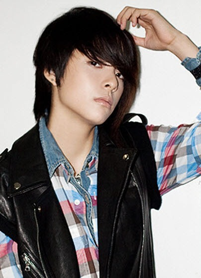 F(x) Amber Have many male idol Look alikes 0090002147217_0