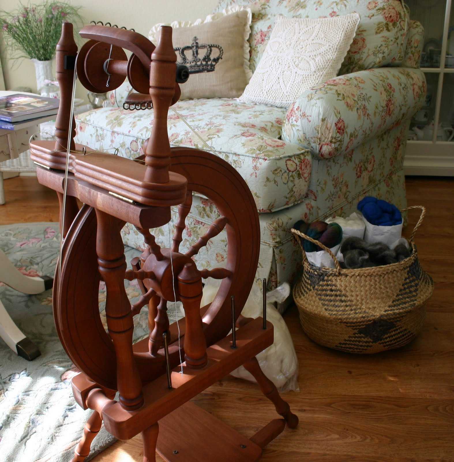 ashford classic spinning wheel how to. Black Bedroom Furniture Sets. Home Design Ideas