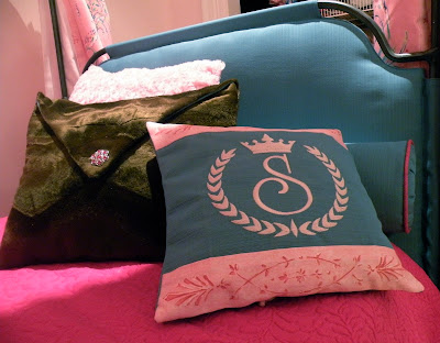 Site Blogspot  1800 Mattress on Of The Pillows I Made For The Bed And The Custom Upholstered Insert