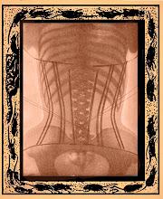 Femme au corset vue sous rayon x
