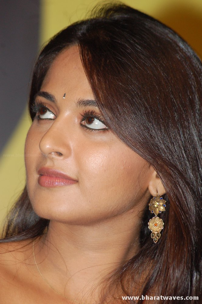 Actress Anushka Hot Stills Tamil Spicy Telugu