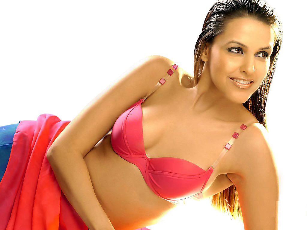 View Bollywood Hot & Spicy Actress Rakhi Sawant Wallpaper. Date: 04/25/2008