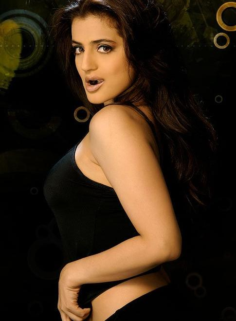 sexy-hot-ameesha-patel-fucking-girls-squeeze-balls-pictures