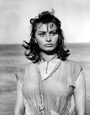 Sophia Loren Boyona Dolphin her naked and embarrassed