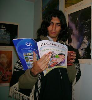 Leyendo la revista