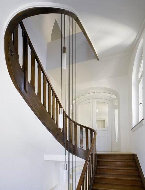 para mejorar la se han introducido nuevas luminarias colgantes a travs del hueco de la escalera que garantizan unas condiciones ptimas de