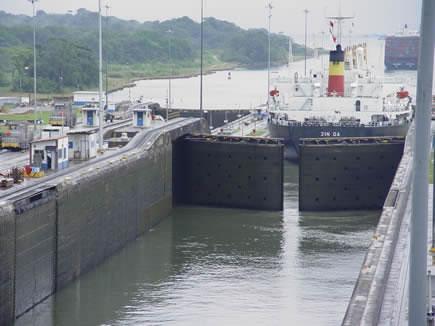 ESTA ES UNA DE LAS ESCLUSAS DEL CANAL DE PANAMA