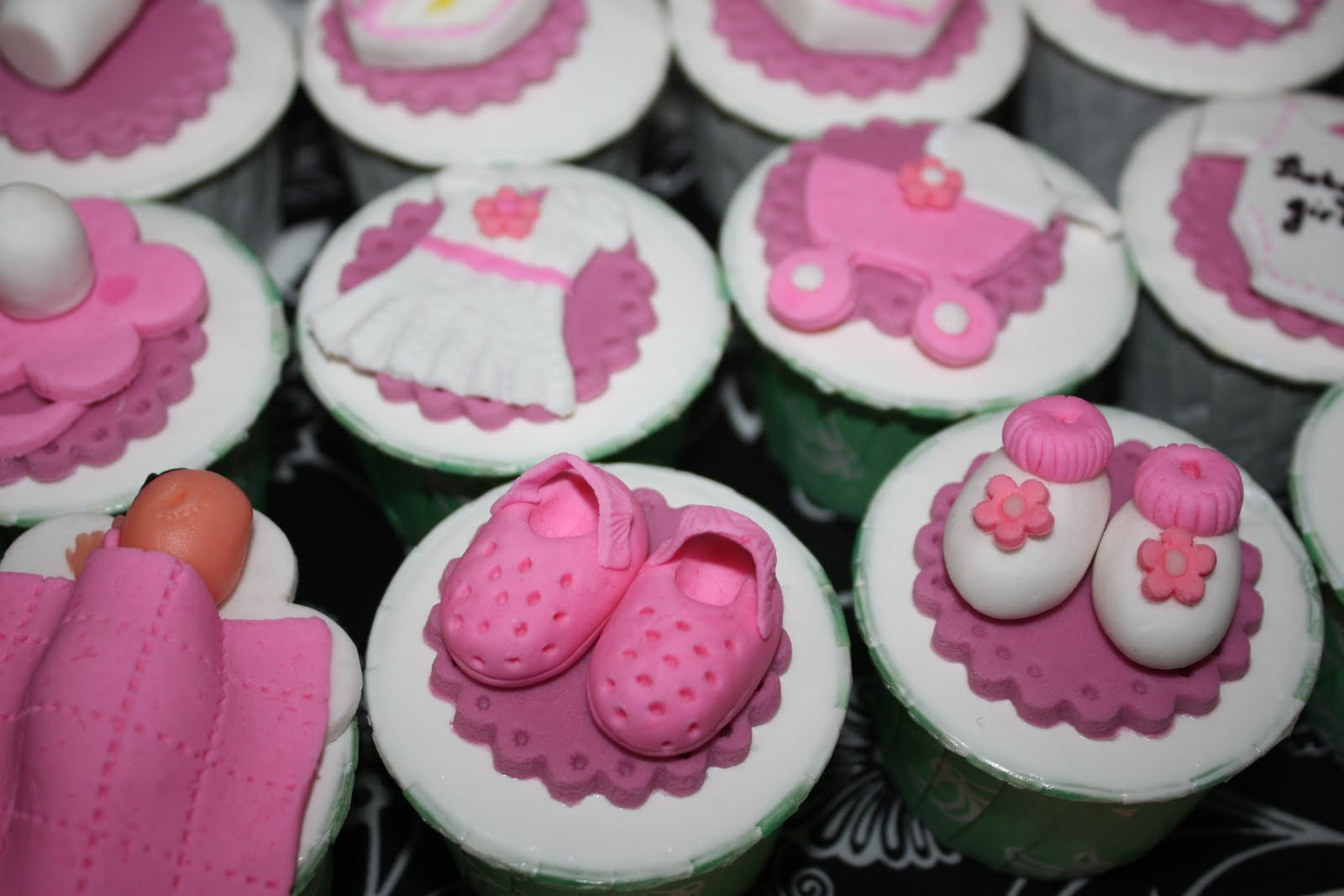 Baby shower cakes baby shower cupcakes recipes uk for Cupcake recipes for baby shower girl