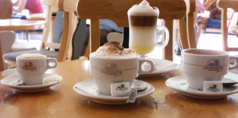 Buenos días con Alevosía - Página 2 CAFES+CALIENTES+EN+MESA+ITALIAN