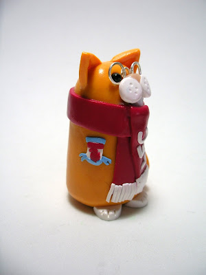 Liverpool FC Scarf Cat with Liverpool FC badge!