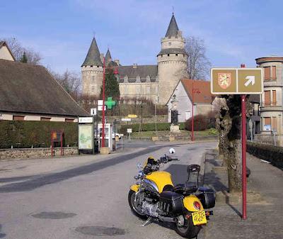 Château de Coussac-Bonneval photo by Nomad www.ridersrest.net