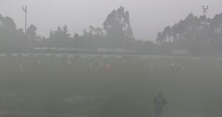 A muita chuva e os fumos dos South Side Boys deixaram por momentos o acompanhamento do jogo imperceptível