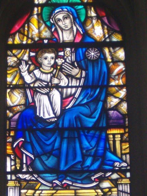Armonia la leggenda del vetro - Finestre circolari delle chiese gotiche ...