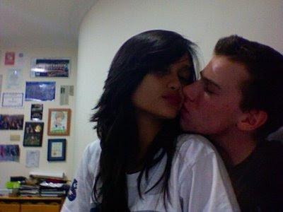 Foto Ciuman Cinta Laura