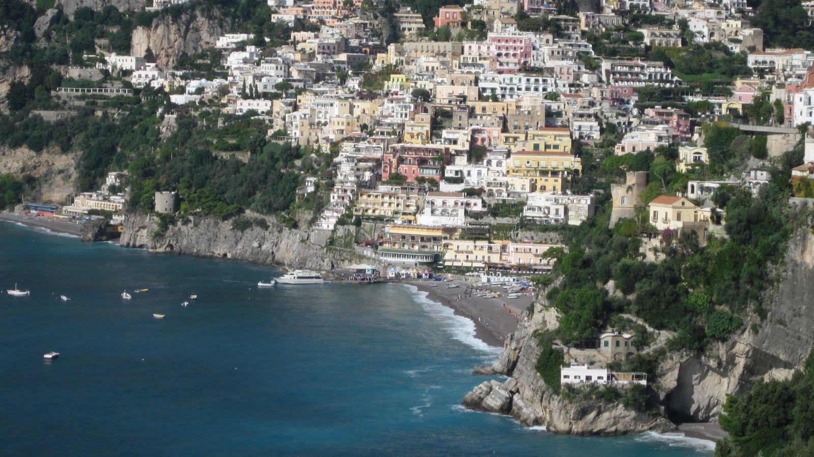 http://1.bp.blogspot.com/_HL6tGQvHtW8/TL3ZwQJAXaI/AAAAAAAAAL8/3G4jjwbzNvY/s1600/Positano+Amalfi+Coast+009.jpg