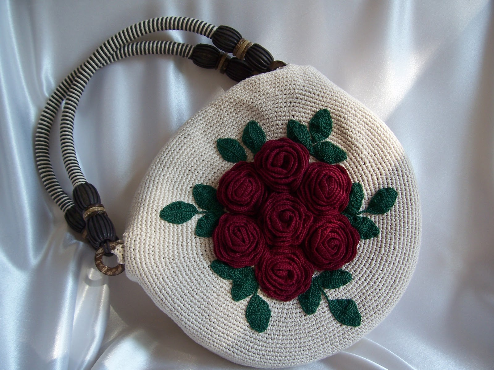 Crochet Bag Making : How to make a beautiful purse with flower decoration. Free pattern.
