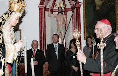 EL CARDENAL DE SEVILLA CON LA VARA DE HERMANO MAYOR