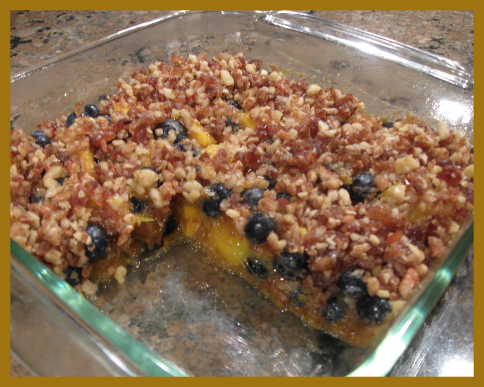 The Health Seekers Kitchen: Raw Peach, Mango and Blueberry Crisp
