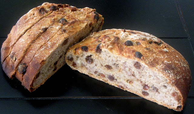 The Health Seekers Kitchen: Whole Wheat Raisin-Walnut Artisan Bread