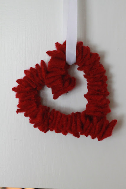 gifts for valentine: mini felted heart wreath