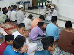 Doa Adalah salah satu sejata mu'min - Murabbi MTA membimbing doa' selepas solat