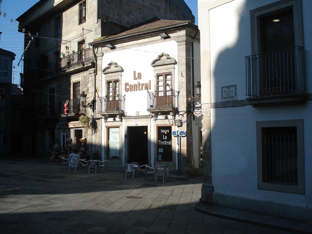[Cafeteria+in+Plaza+de+Constitucion+Vigo]