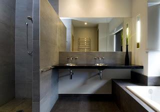 Reka bentuk bilik mandi yang kemas dan mewah.