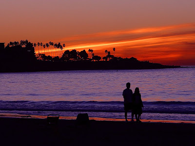 http://1.bp.blogspot.com/_HWU3wX2cDLQ/SOExHUT4jhI/AAAAAAAADMw/Vic4h2Mo93Q/s400/lovers_at_Sunset_La+Jolla_beach.jpg