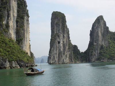 Ha Long Bay - Bay of the Descending Dragon