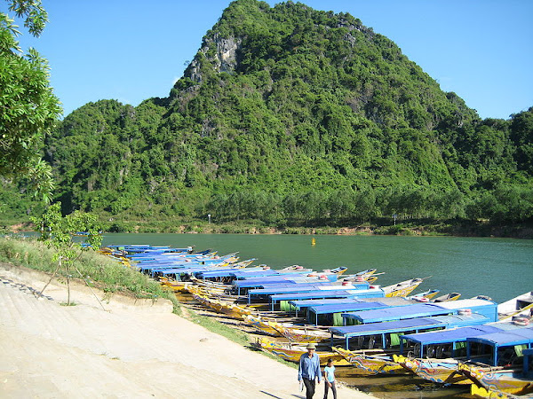 Boat of tourists, Phong Nha - Ke Bang National park