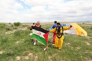 PARACAIDISMO CON BANDERA DEL SAHARA