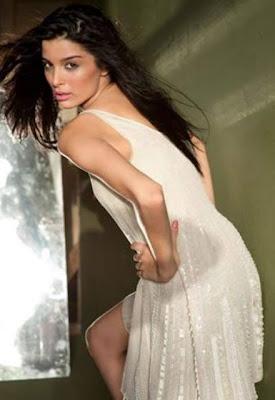 Bold & sexy Giselle Monteiro