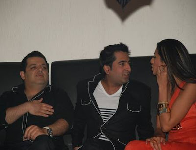 Pia Trivedi is seen chatting with Rohit Gandhi & Rahul Khanna