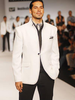 Dino Morea walks on ramp