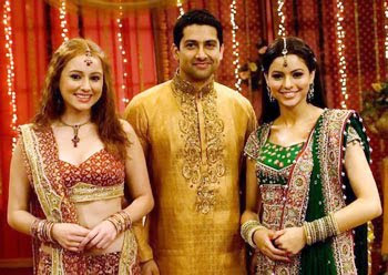 Aamna Sharif celebrates Diwali with Aftab &amp; Linda