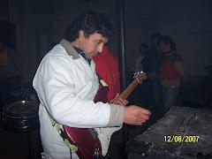 VICTOR en guitarra
